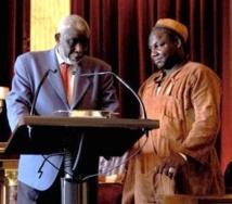 "Professeur Youssouf Tata Cissé avec le fils de son ami ""Djali"" Wa Kamissoko en 2008"